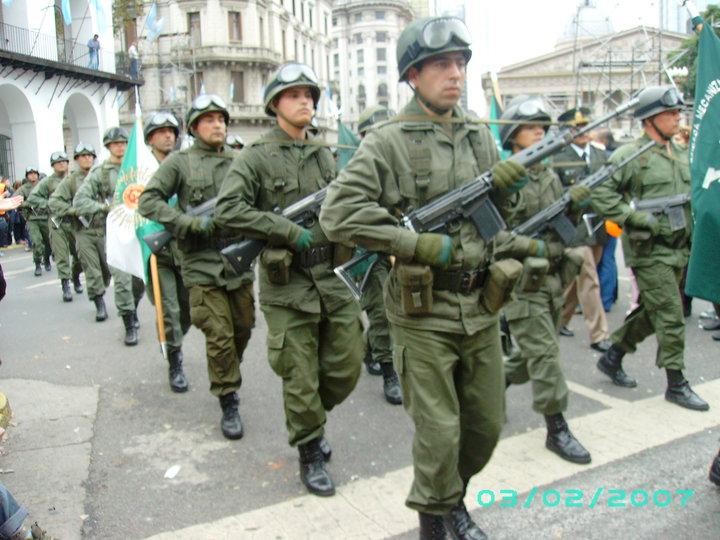 CONVOCATORIA A MIEMBROS DE LAS FUERZAS ARMADAS Y DE SEGURIDAD NACIONALES PARA QUE VOTEN A MAURICIO MACRI